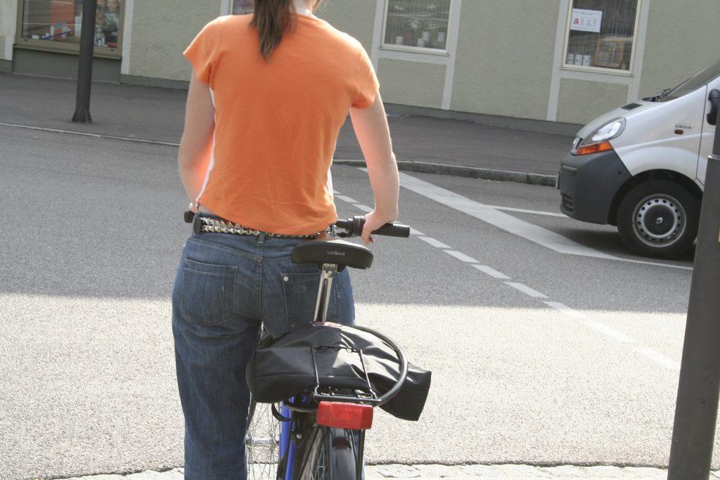 bike 654530 1920 1024x683 - 看護師・介護士のセクハラ被害報告①。実際に体を触られている例も...