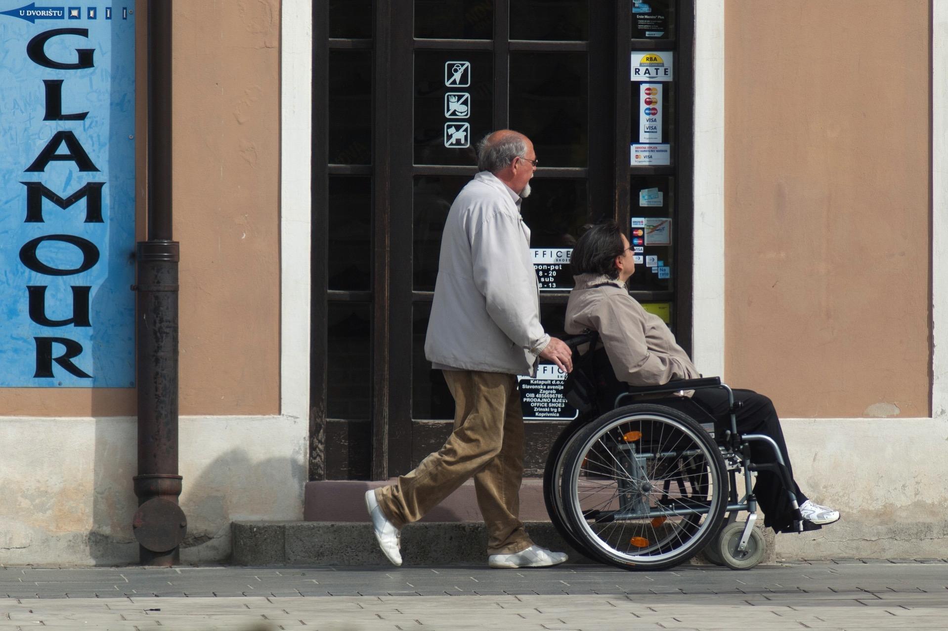 車椅子 介護 ヘルパー